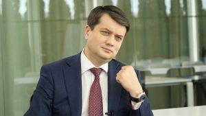 Лидер пропрезидентской партии «Слуга народа» Дмитрий Разумков выступил против амнистии для ополченцев Донбасса. Об этом он заявил в эфире одного из украинских телеканалов.