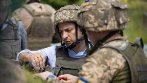 «Мир» в Донбассе: Киев привел ВСУ и карбат «Азов» в полную боеготовность