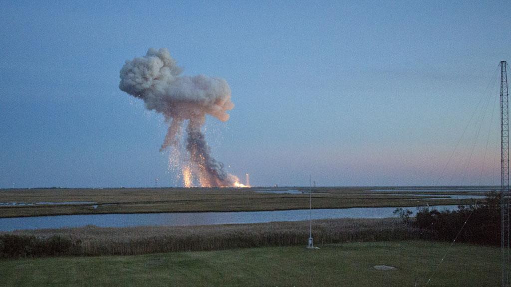 Два человека погибли еще четверо получили ранения различной степени тяжести в результате взрыва реактивного двигателя жидкостной ракеты