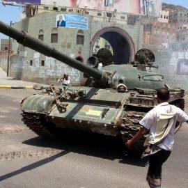 В Адене продолжаются уличные бои
