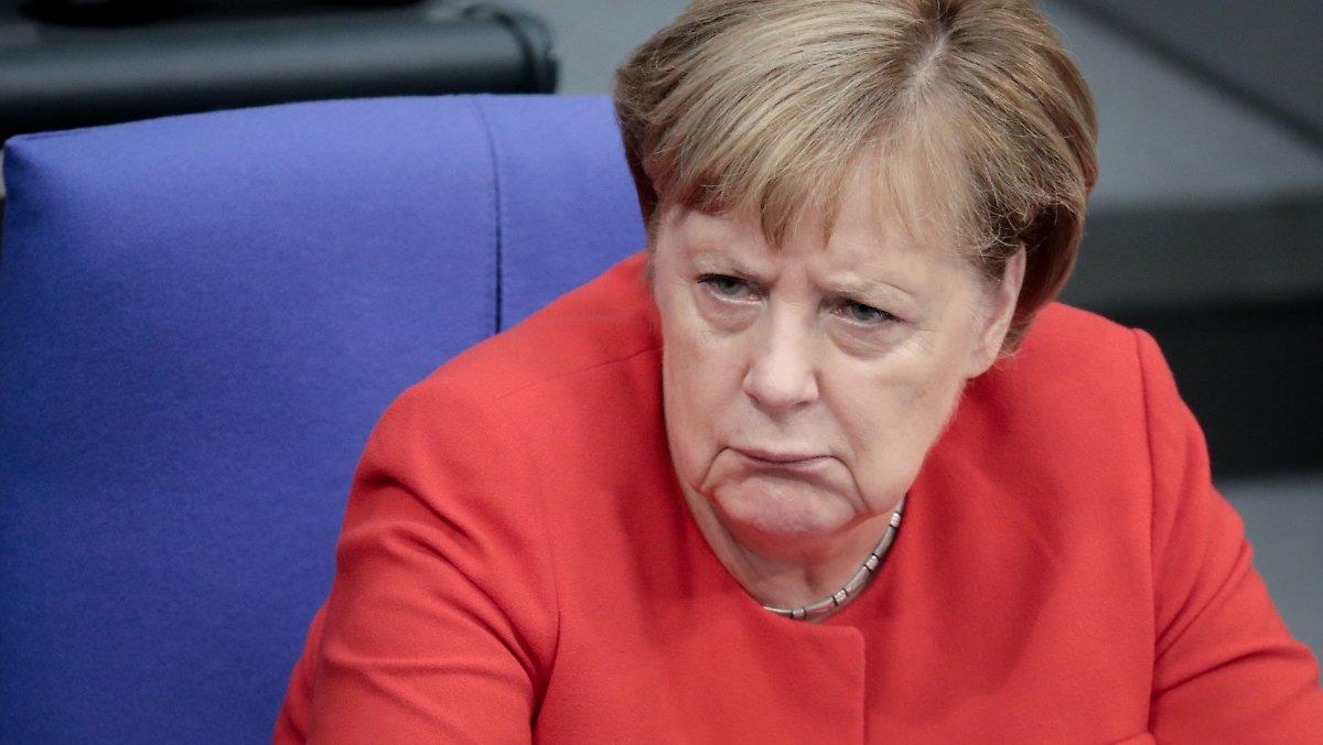 Ангела Меркель негодует