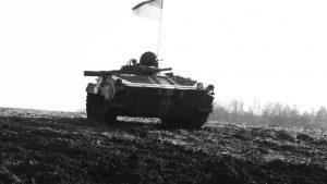 Оккупанты ВСУ разместили БМП на школьном дворе в Донбассе