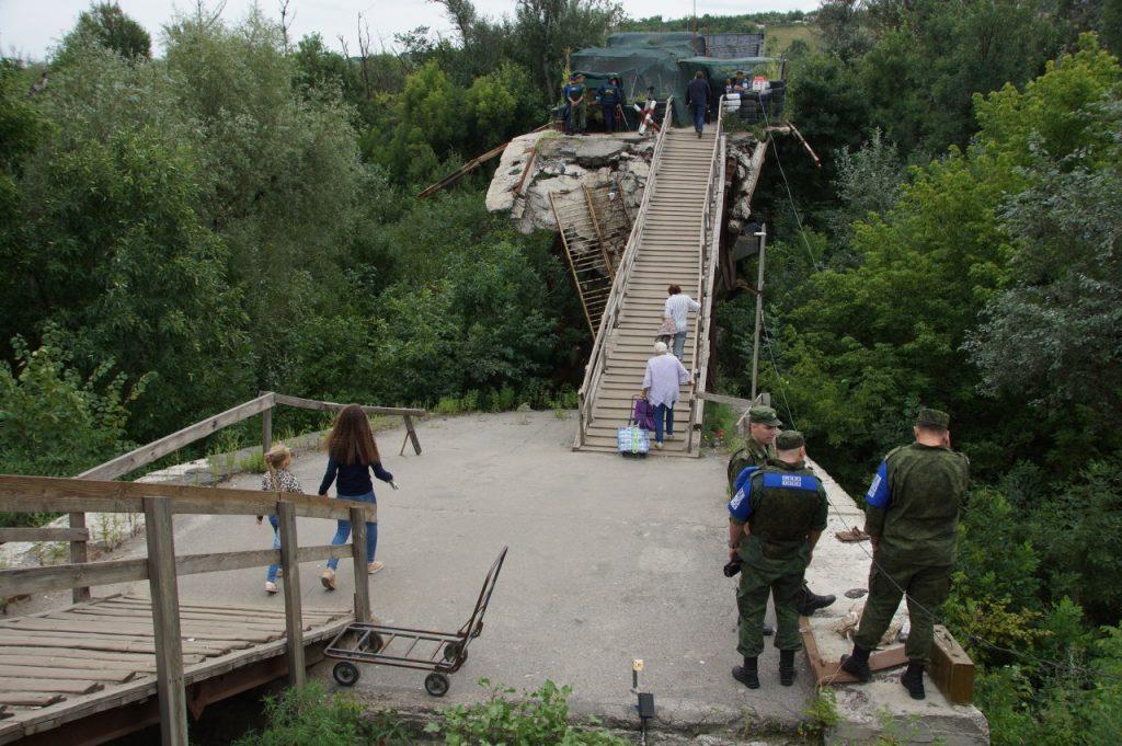 Бойцы НМ ЛНР демонтируют передовые позиции возле Станицы