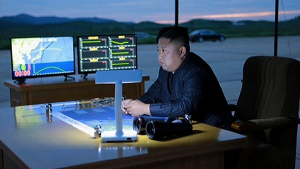 Ким Чен Ын на испытании ракеты