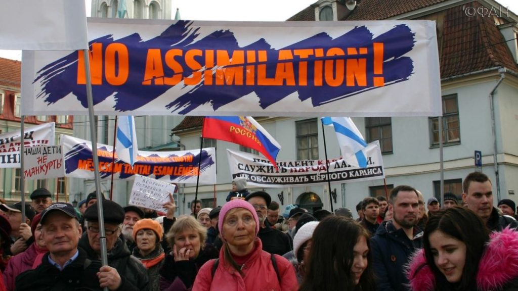 Русских граждан в Латвии не слышит власть - Итоги опроса