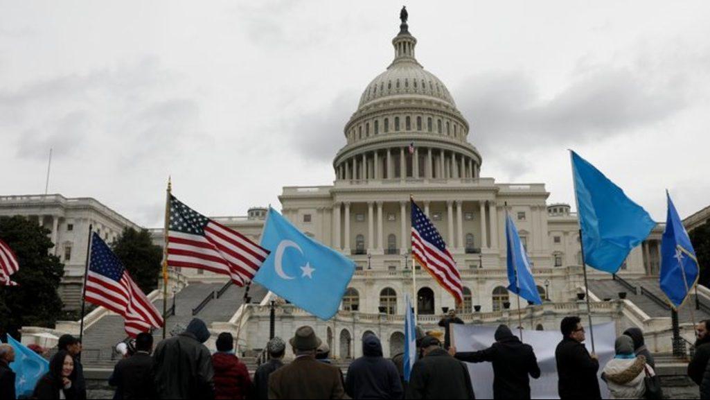 митинг перед Конгрессом США в поддержку уйгуров