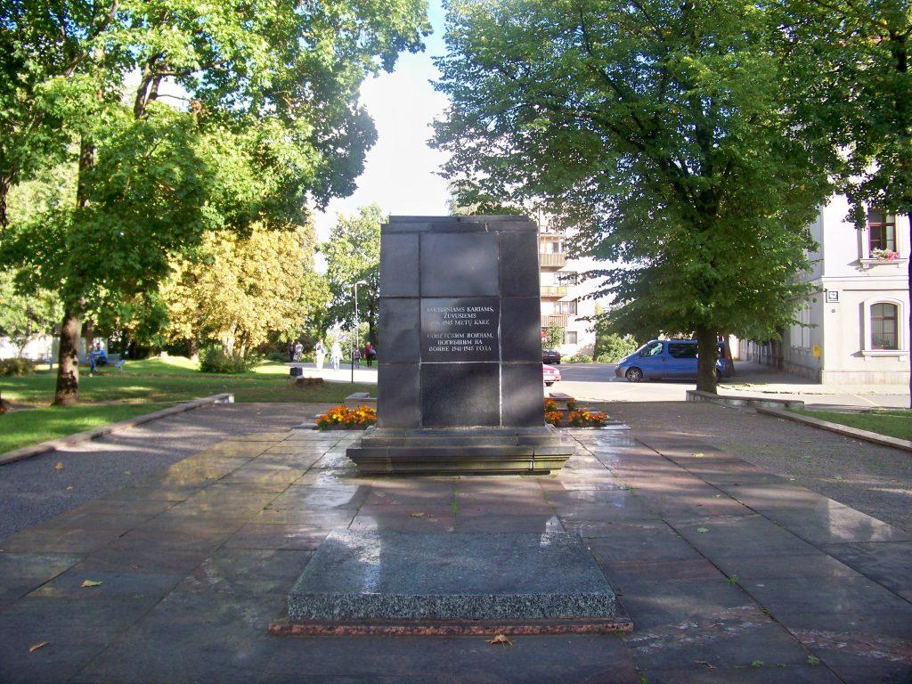 """Обелиск советским воинам снесли в Литве под """"благовидным"""" предлогом"""