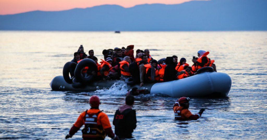 Сотнями прибывают беженцы в Грецию ежедневно