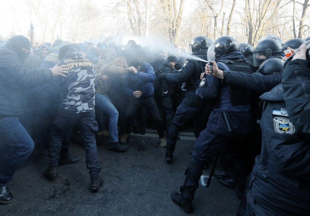 К Верховной Раде вновь стянуты полицейские пикеты – есть риск беспорядков