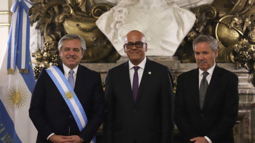 президент Аргентины Альберто Фернандес принял министра коммуникаций Венесуэлы Хорхе Родригес