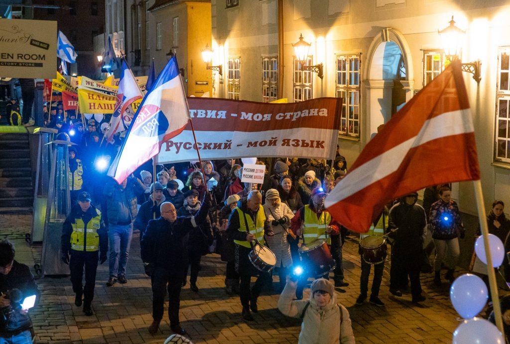 Латвия заставит русских платить за общение на родном языке