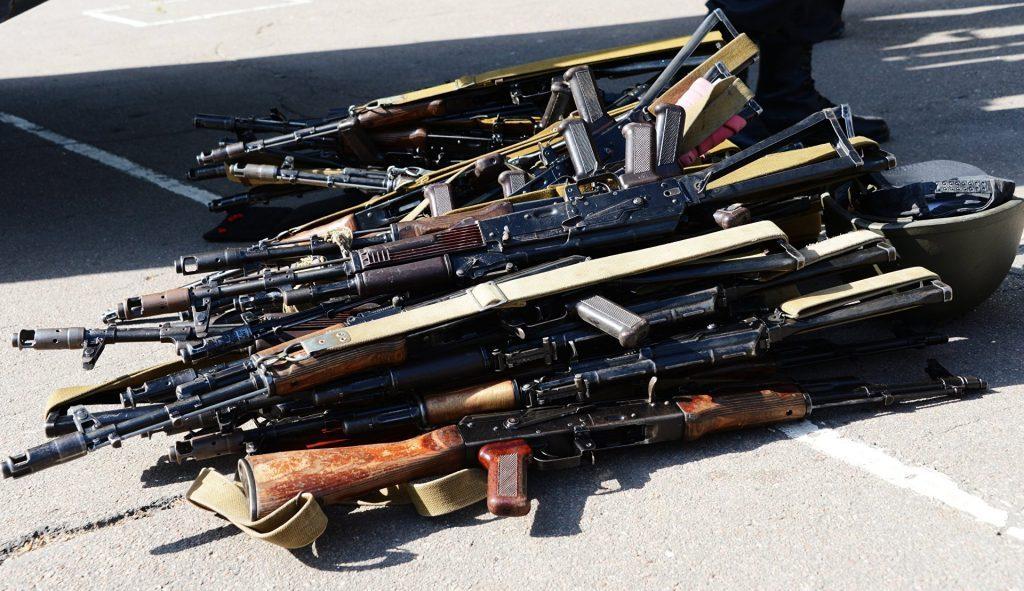 Оружие с фронтов Донбасса массово развозится боевиками ВСУ по Руине