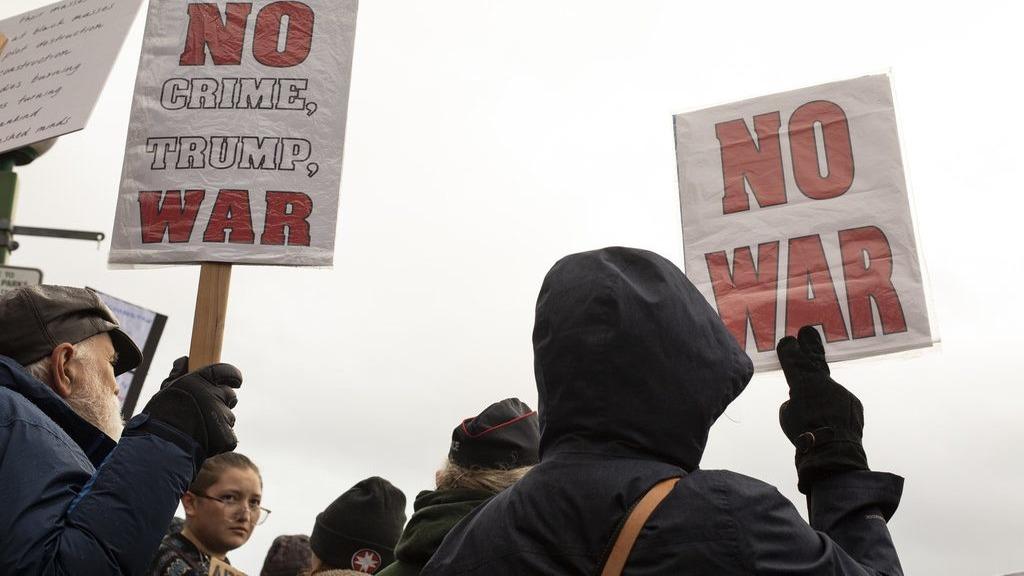 митинг против попытки трампа втянуть сша в войну