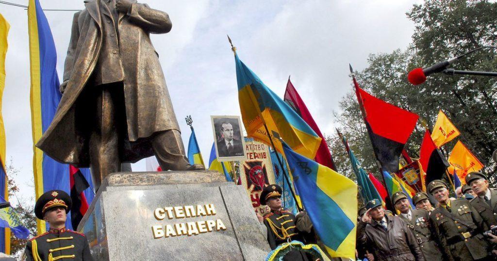 Бдящего Бандеру патриоты Украины хотят поставить на границе с Россией