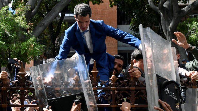 Хуан Гуайдо лезет в парламент