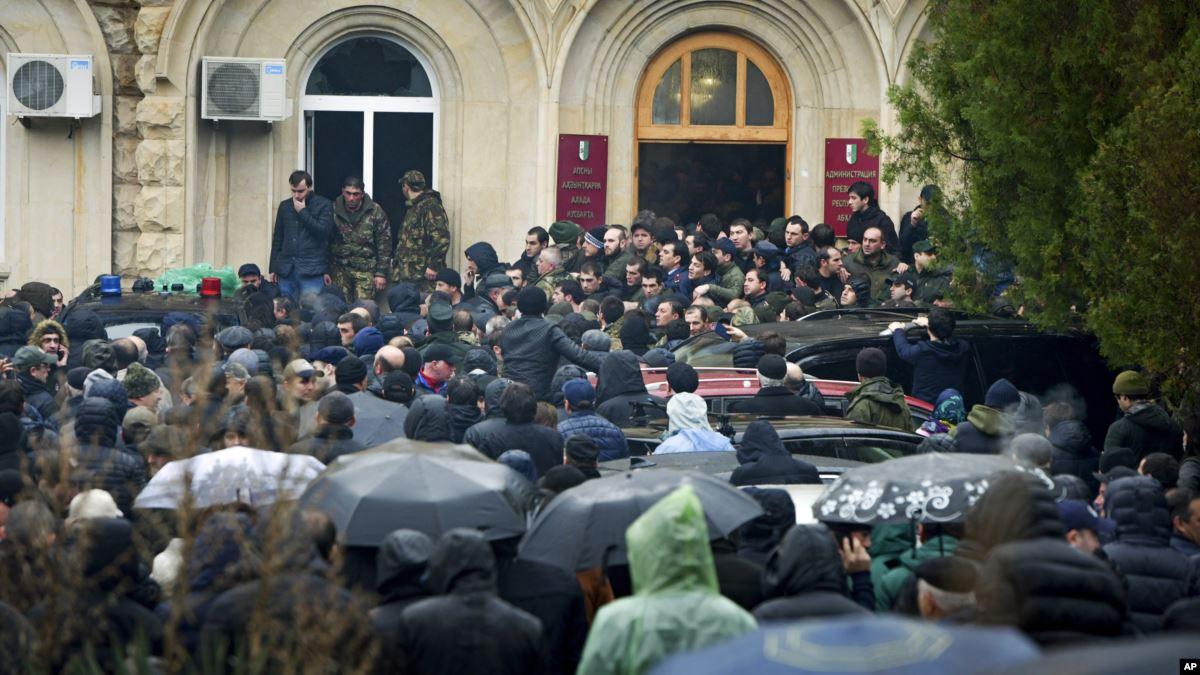 протест в Абхазии 9 января