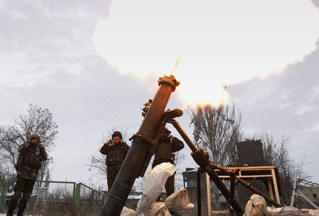 За сутки боевики ВСУ выпустили по ДНР десятки снарядов