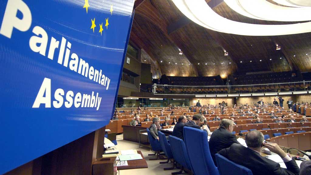 Сегодня в Страсбурге открывается зимняя сессия Парламентской ассамблеи Совета Европы. В работе парламентской сессии принимает участие украинская делегация. Представители Киева возвращаются в ПАСЕ после продолжительного бойкота из-за восстановления в организации Российской Федерации.