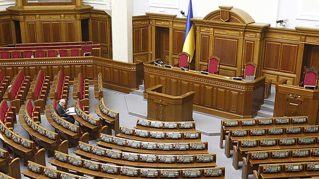 Народные избранники из Украины лишись части денежных выплат из-за того, что прогуливали пленарные заседания парламента (и комитетов Рады). Всего за один месяц депутаты-прогульщики лишились порядка 3 млн. гривен (125 тыс. долларов США).