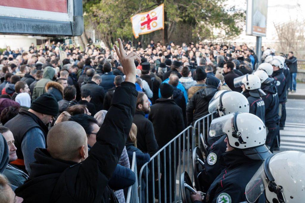 """""""Коварная игра"""" Черногории напрягает сербов"""