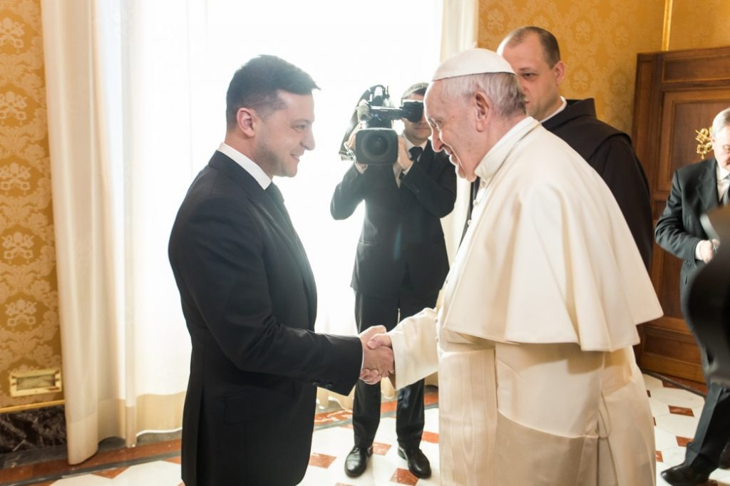 Папа римский приглашён Зеленским на Руину и в Донбасс
