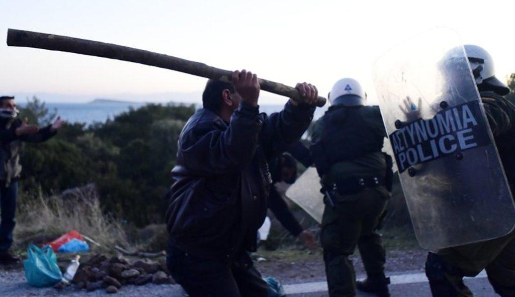 беспорядки на греческих островах из-за миграционных центров