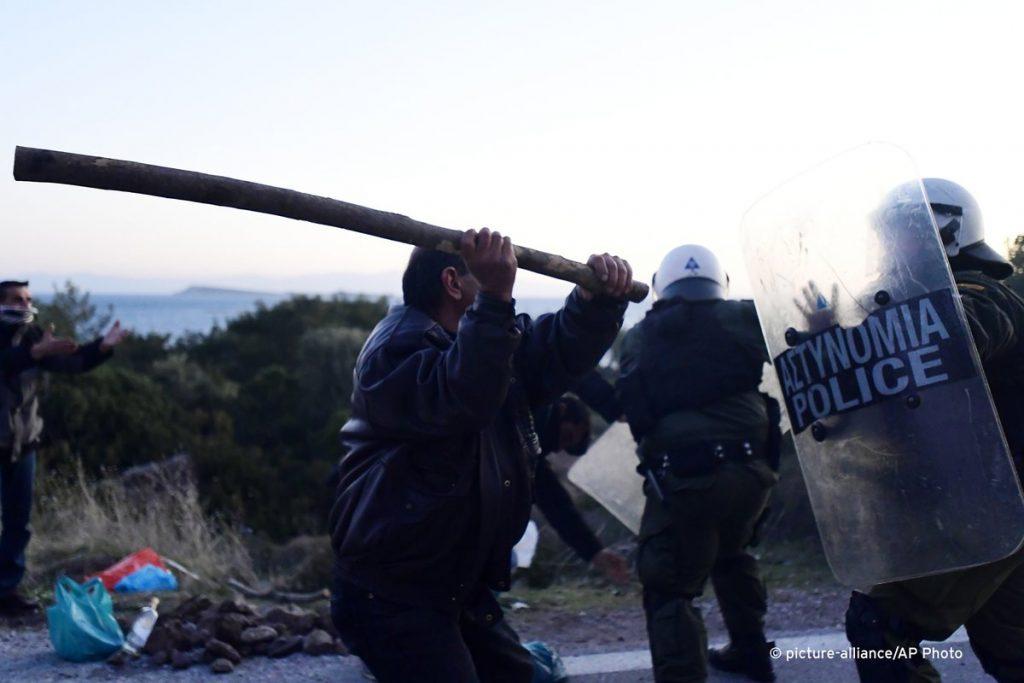 Греческие острова Лесбос и Хиос охвачены восстанием