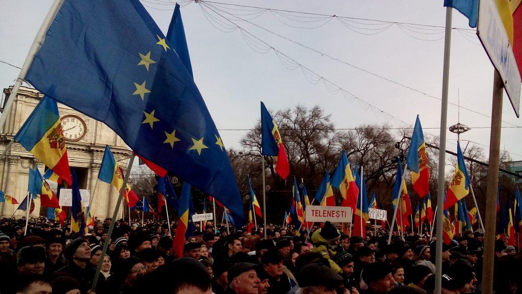 Нацистские лозунги в адрес русских мелькают на улицах Кишинёва