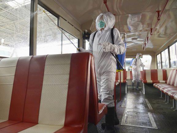 дезинфекция троллейбуса в Пхеньяне 22 февраля 2020 года