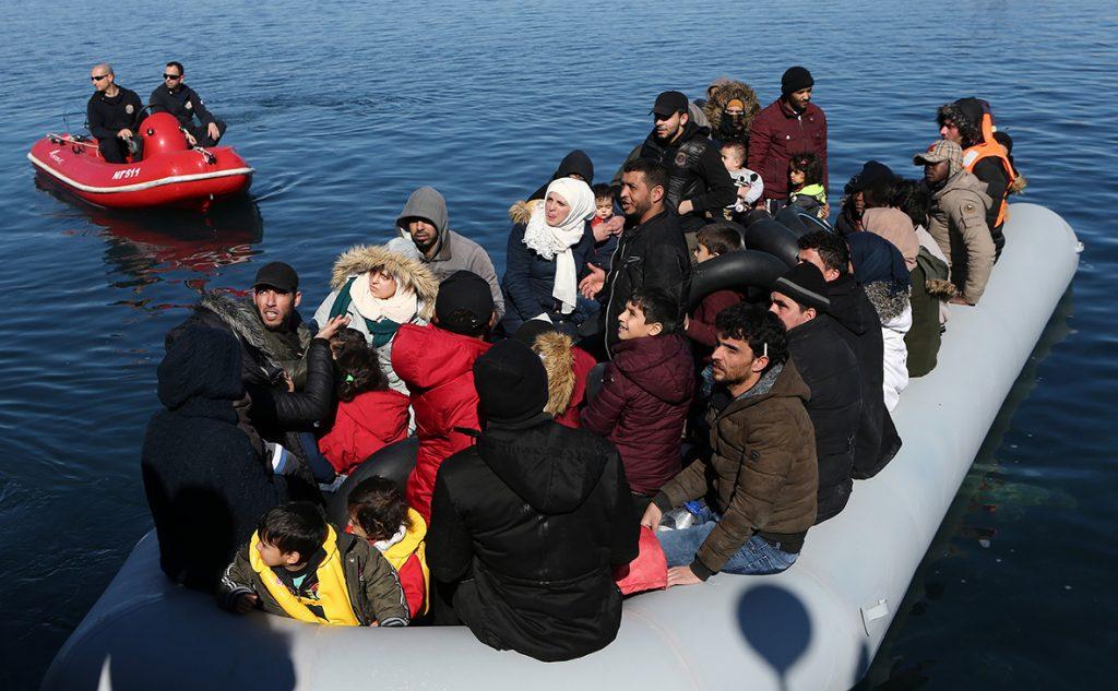 Разведка Греции подозревает Турцию в отправке заражённых коронавирусом мигрантов