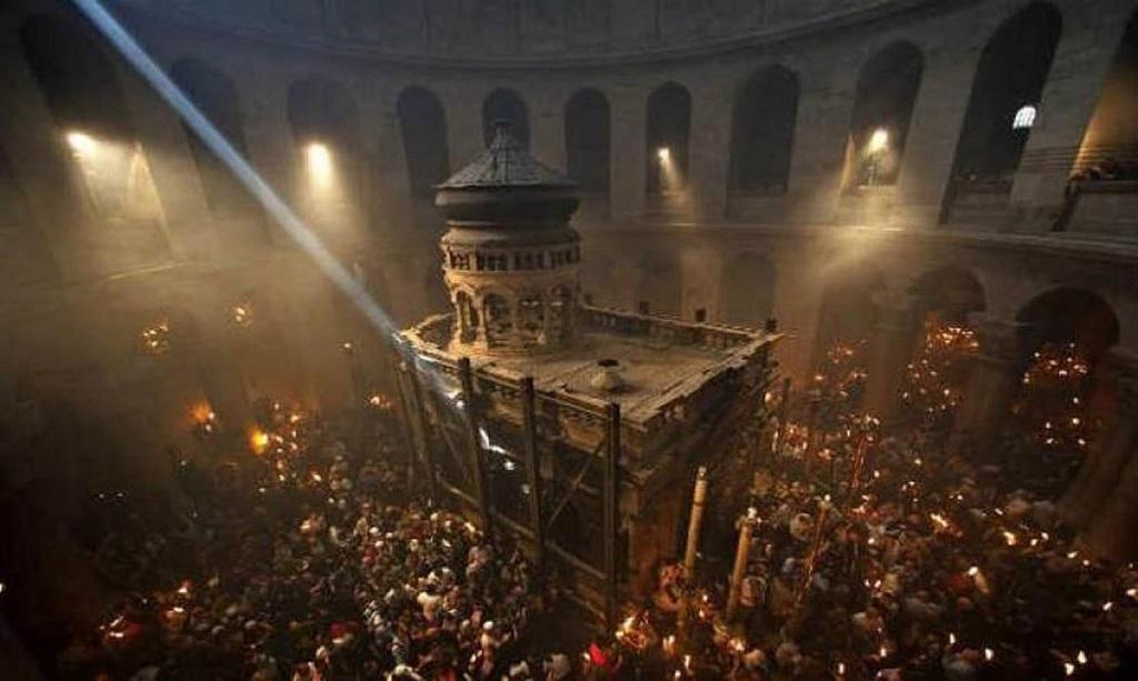 Из Иерусалима ведут прямую трансляцию схождения Благодатного огня
