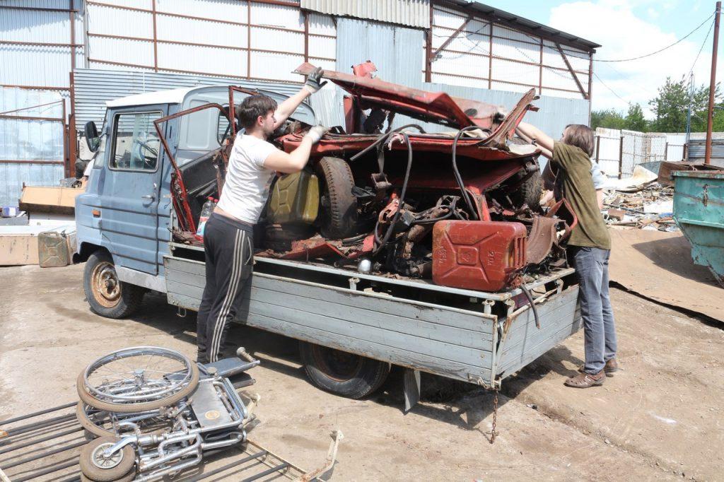 Польские силовики отбирают грузовой и личный транспорт у гражданских