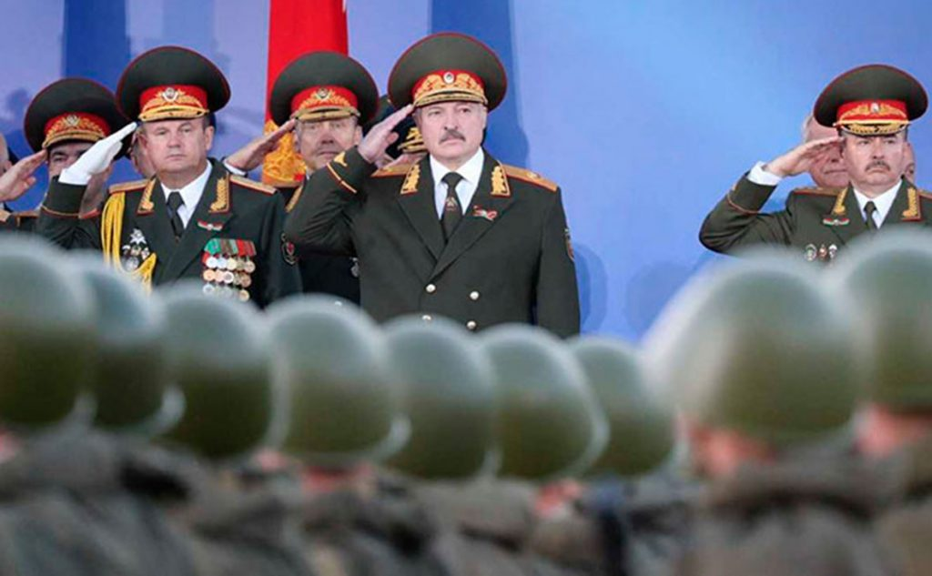 Президент Белоруссии поздравил с Днём Победы на параде в Минске