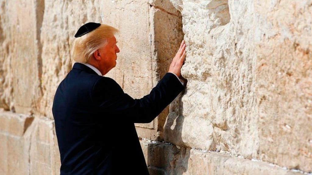 Дональд Трамп у Стены плача в Иерусалиме
