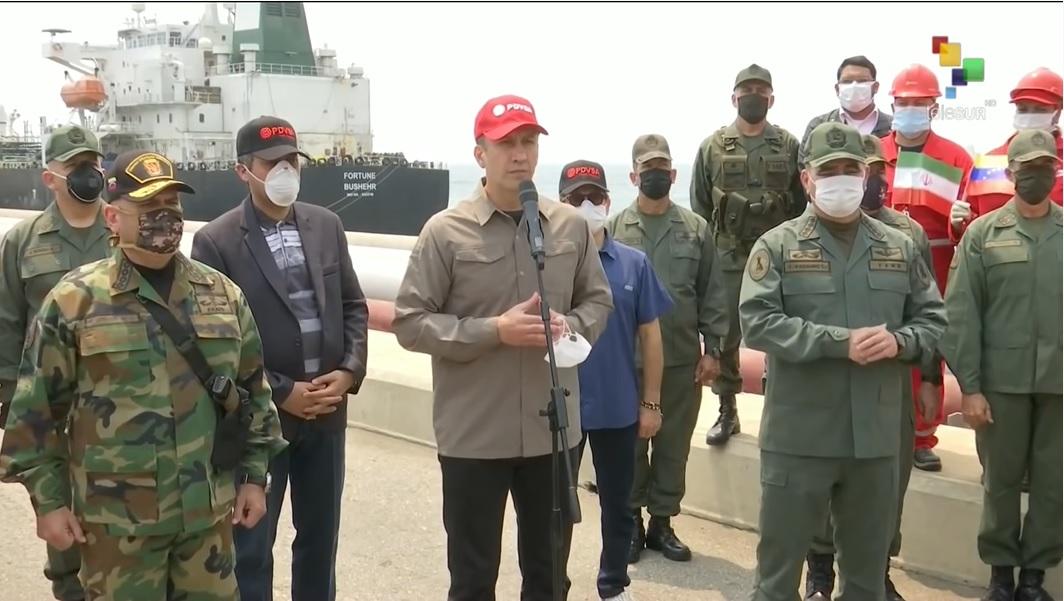 власти Венесуэлы встречают иранские танкеры