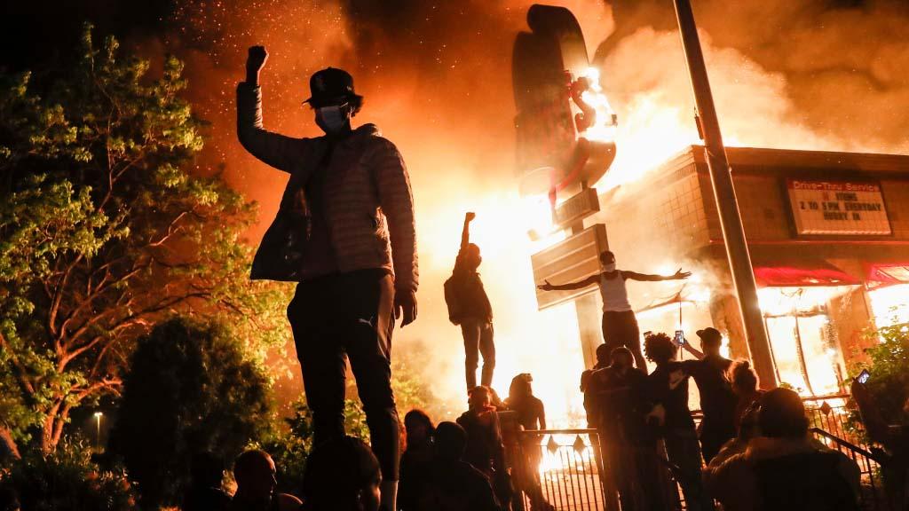 Грабежи, беспорядки ипожары: как одно убийство повергло США вхаос