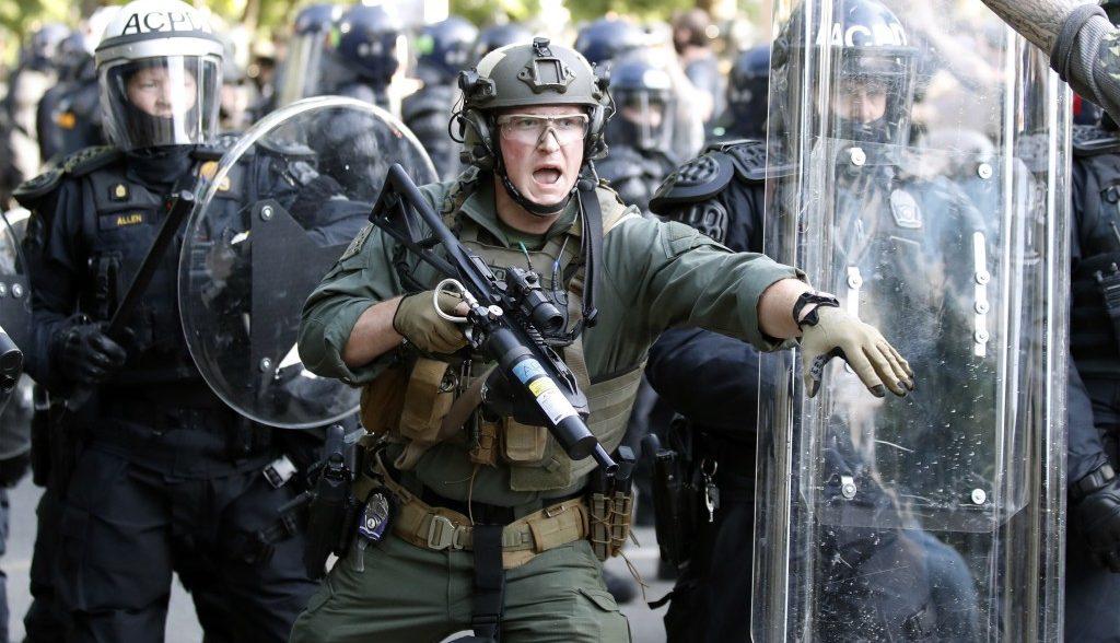 Демократы попытались провести резолюцию против Трампа за применение федеральных войск против беспорядков и митингов