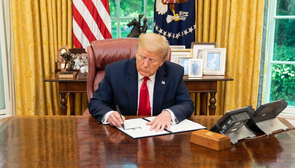 Трамп продписал указ о санкциях