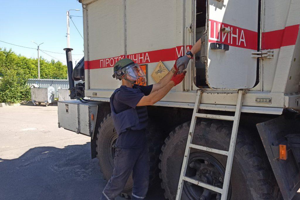 С крыши дома в Харькове неизвестные сбросили гранату