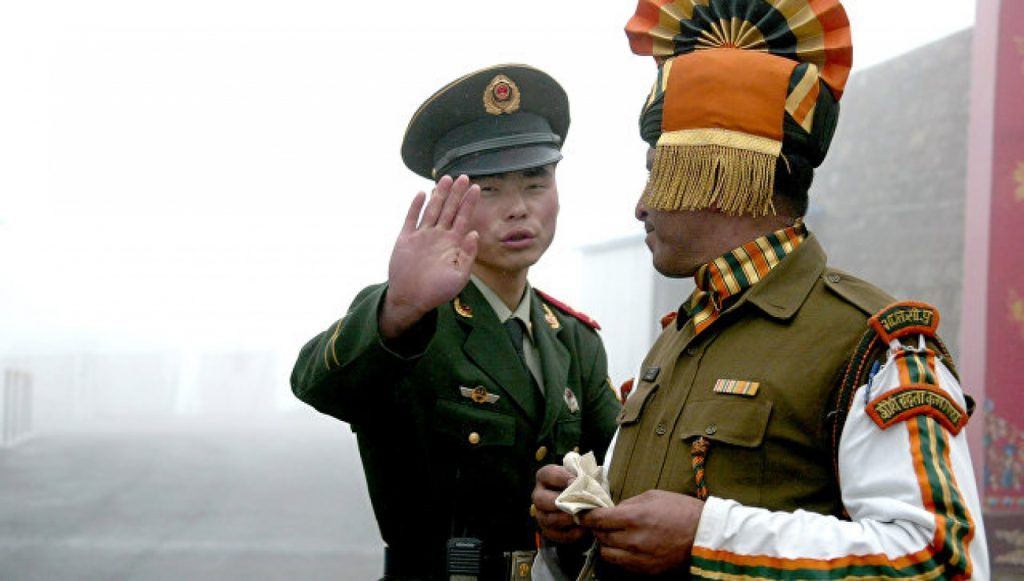 «По тонкому льду»: Китай и Индия могут развернуть военный конфликт вокруг плато Доклам