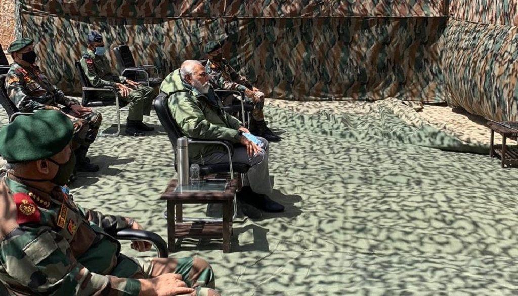 Нарендра Моди на военной базе