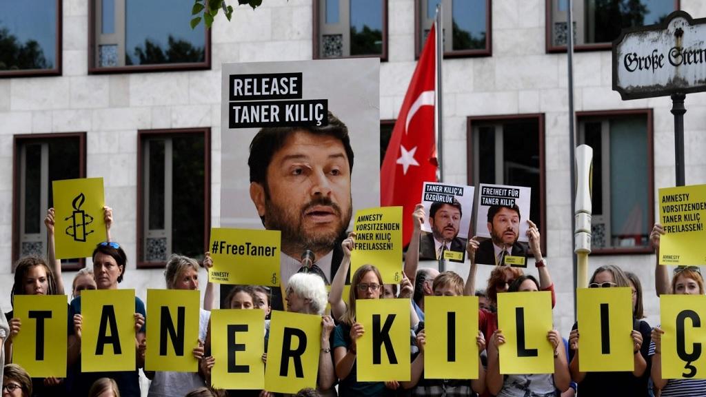 митинг за свободу члена Amnesty International  Танера Килича