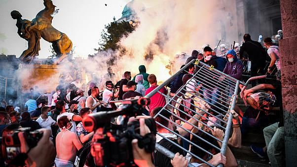 насильственные протесты в Сербии