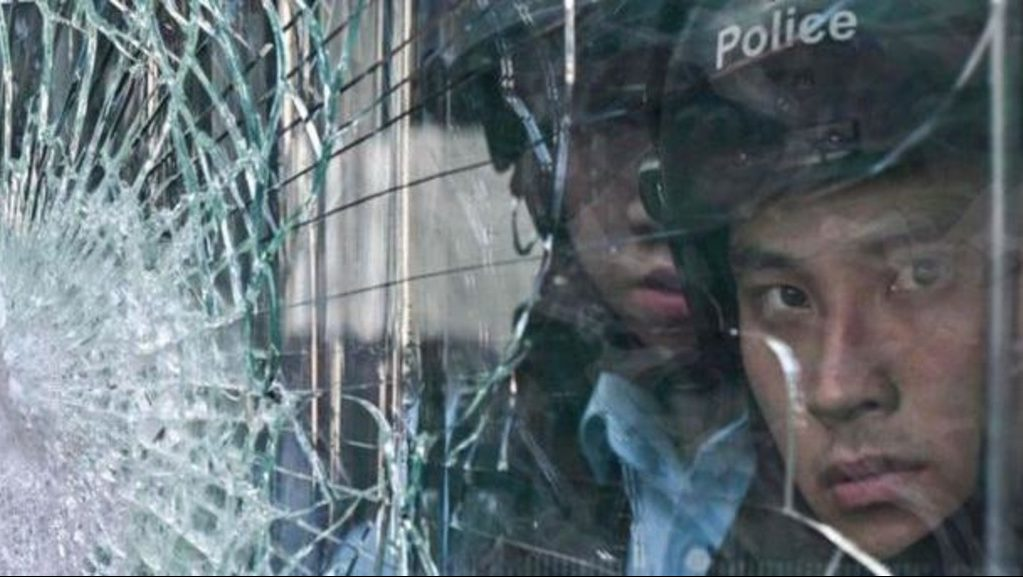 китайская полиция разгоняет протесты в Гонконге