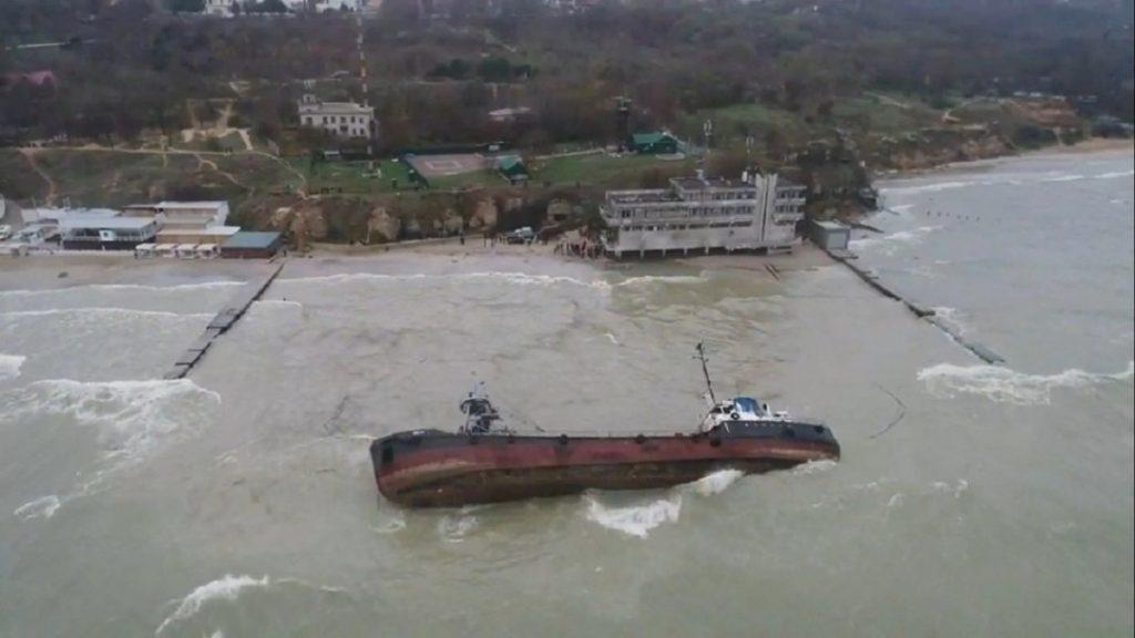 Танкер Delfi вновь не смогли поднять со дна Одесского залива