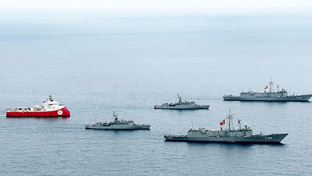 буровое судно и военные корабли Турции