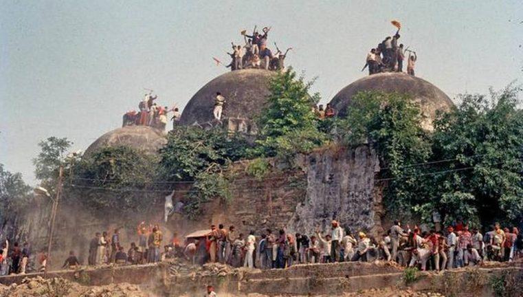 разрушенная индуистами мечеть Бабри