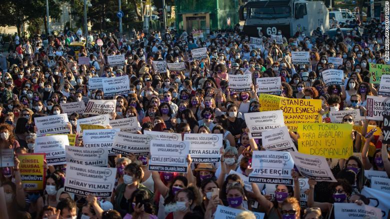 протест в Турции против выхода из Стамбульской конвенции о защите женщин