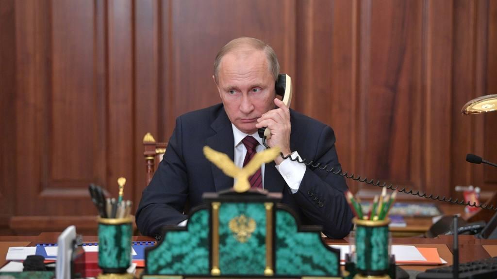 Путин поговорил по телефону