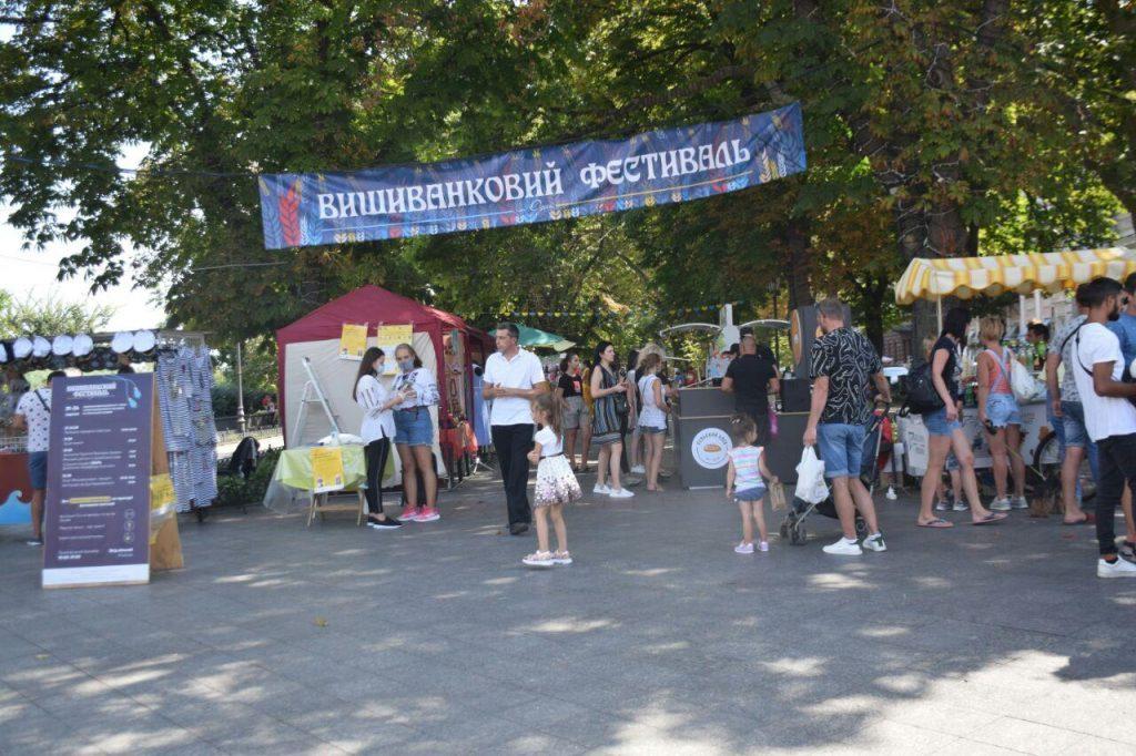 Одесса пренебрегла карантином ради фестиваля вышиванки
